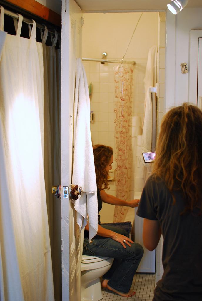 Salle de bain dans un tout petit studio new york for Salle de bain new york