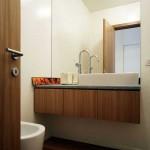 Salle de bain : meuble en bois