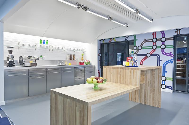Nourriture et sodas gratuits dans la cuisine de google paris for Google decoration cuisine