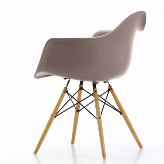 Plastic Armchair blanche de Charles Ray Eames