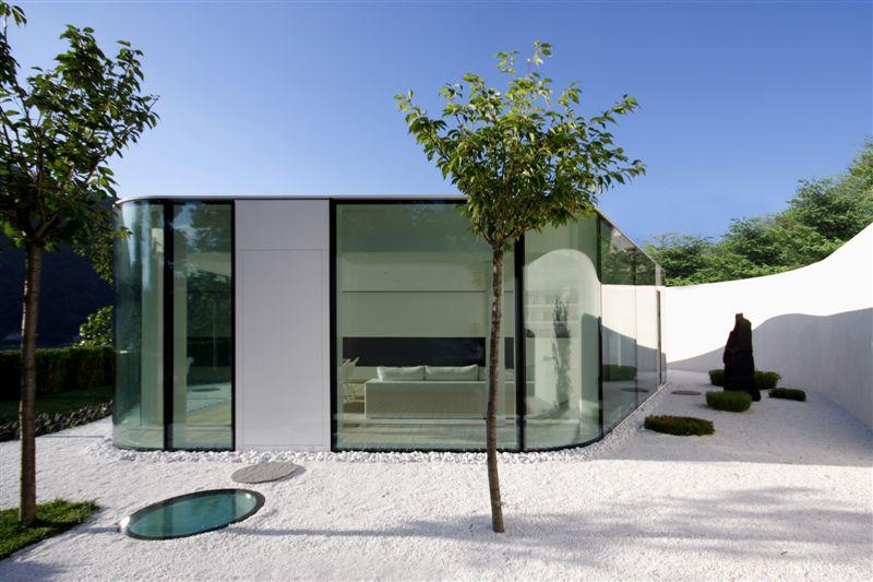 Maison en verre avec un jardin japonais lugano house for Jardin japonais maison