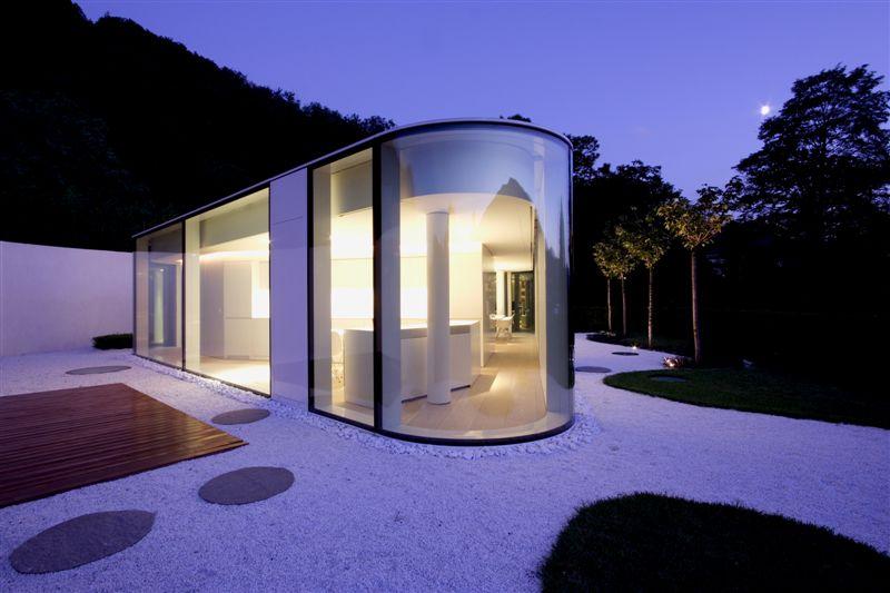 Maison en verre de plein pied for Maison avec toit en verre