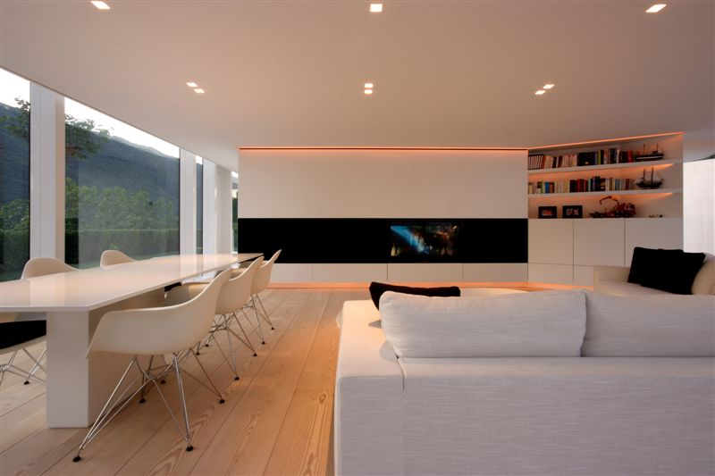 Salon salle à manger dans une maison moderne près de lugano