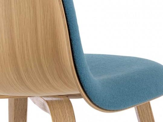 Chaise Gubi chair bi-matière bois et tissu