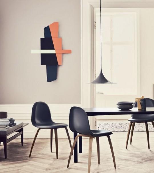 Chaise Gubi chair dans un intérieur design