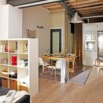 Petit appartement avec des meubles en bois (Barcelone)