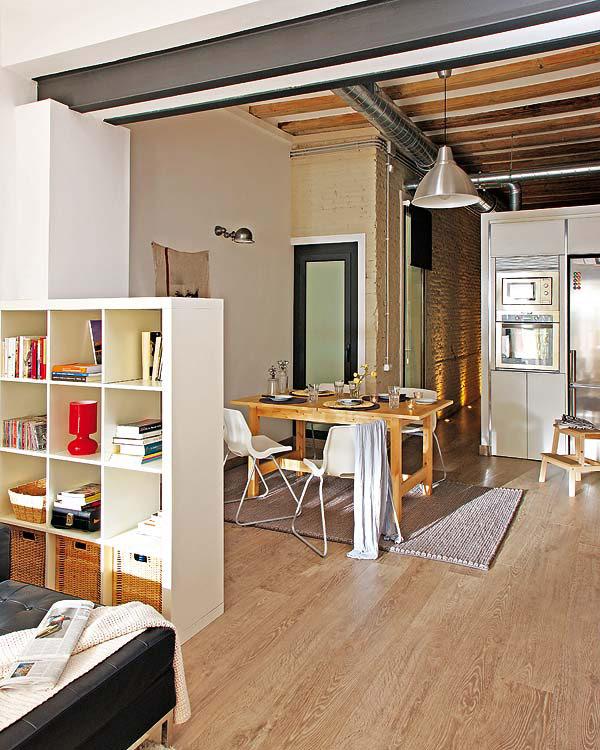Petit appartement avec des meubles en bois barcelone - Meuble petit appartement ...