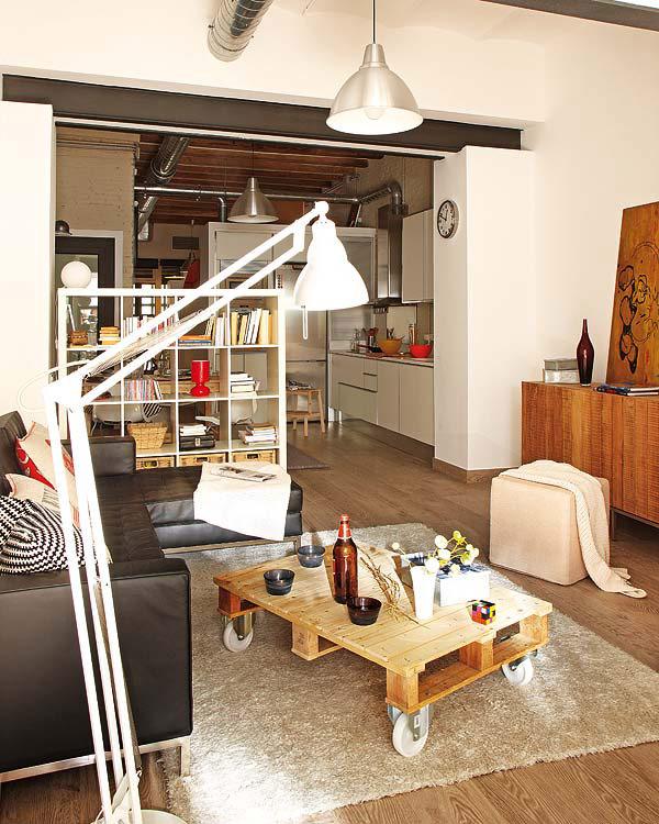 petit appartement barcelone avec des meubles de r cup ration. Black Bedroom Furniture Sets. Home Design Ideas