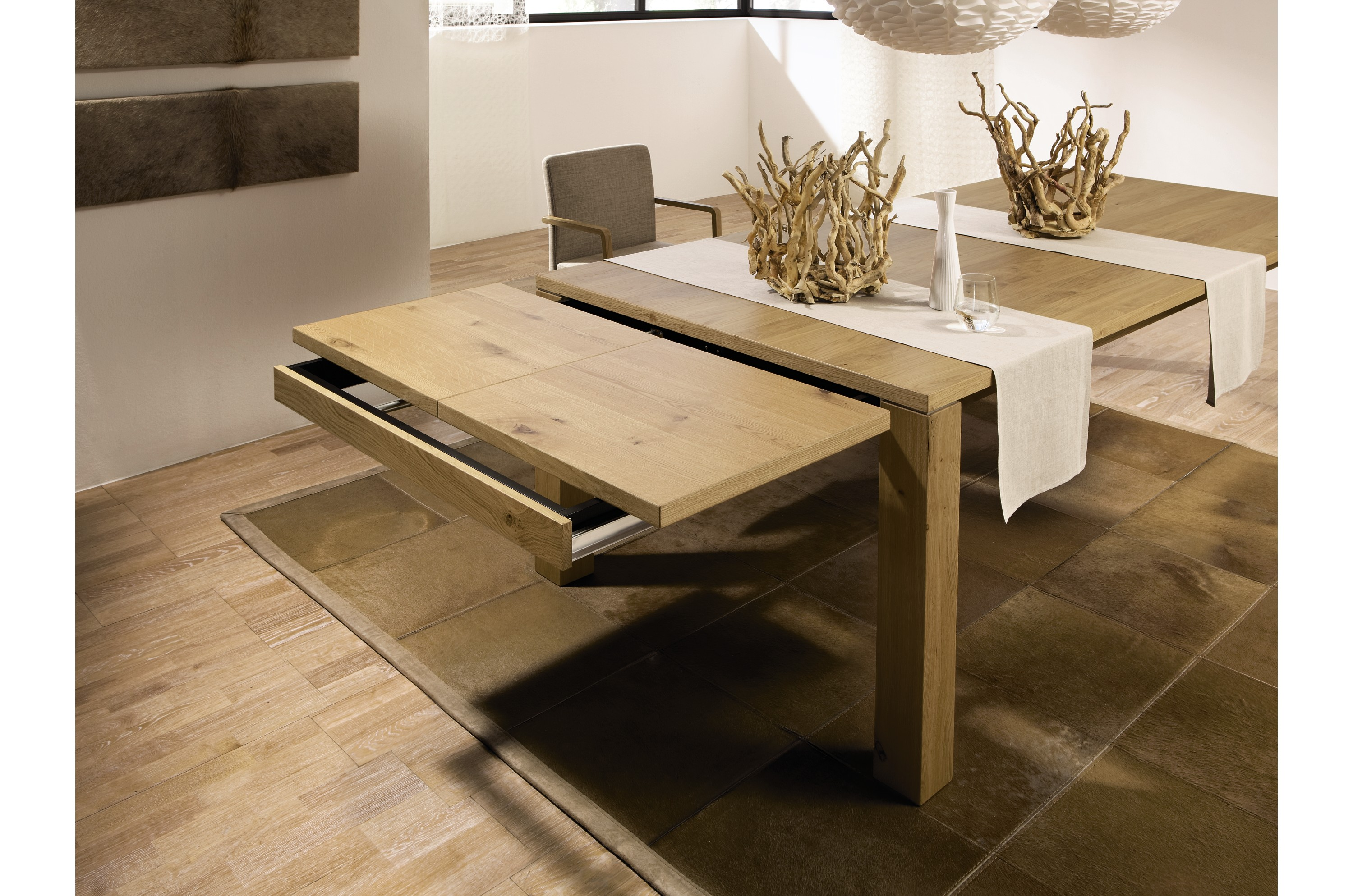 table en ch ne massif naturel pour 8 12 personnes avec rallonges. Black Bedroom Furniture Sets. Home Design Ideas