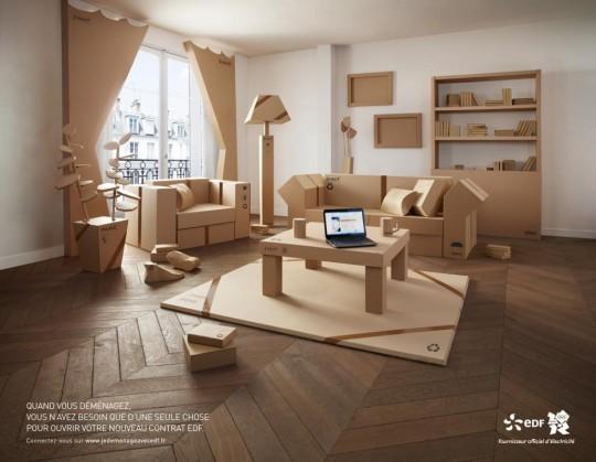 Pub EDF avec des meubles en carton
