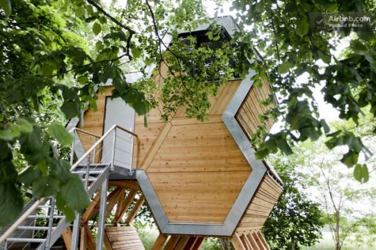 une cabane dans les arbres louer sur airbnb. Black Bedroom Furniture Sets. Home Design Ideas