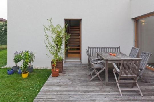 Porte de la maison sans fenêtre