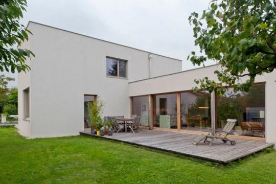 Maison contemporaine avec terrasse en teck
