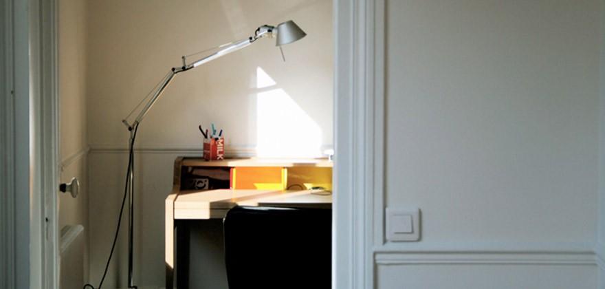 Bureau desk hanse family remix avec un lampadaire style lampe d 39 architecte - Lampe de bureau style new york ...