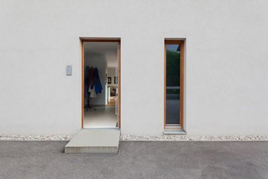 Une maison sans fenêtre côté rue