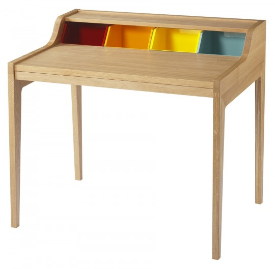 Bureau en bois avec des cubes de rangement colorés Hansen Family Remix