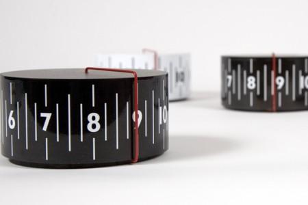 Around clock, horloge cylindrique par Lexon