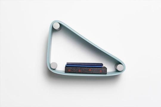 Etagère élastique | Stretch shelf by Pete Oyler