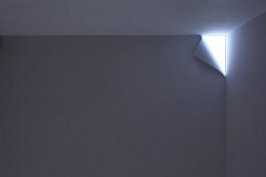 Lampe trompe-l'oeil effet coin de page décollé