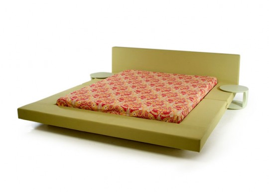Queen bed Desdemona by Mob
