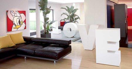Set 26, meuble en forme de lettre