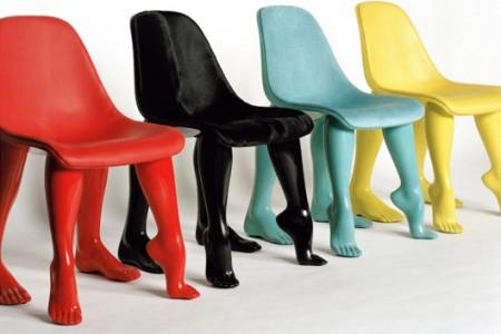 Perspective, la chaise avec des jambes de femme de Pharell Williams