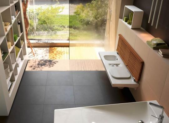 Salle de bain en bois et céramique ouverte sur l'extérieur | G full by Hatria
