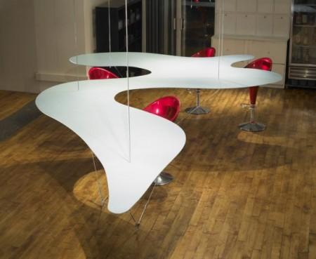 Table suspendue Squig, Bernstein architecture