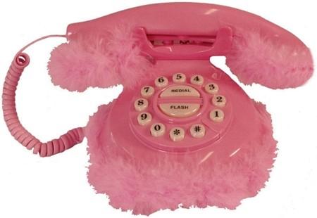 Téléphone en fourrure rose