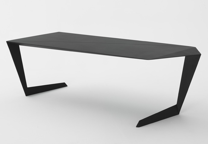 Casamania N7 : La table design qui n'a QUE 2 pieds !