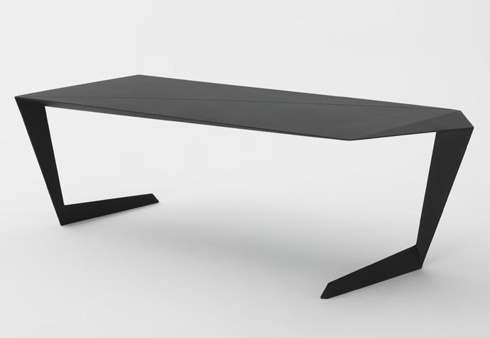 Casamania N7 : La table design qui n'a QUE 2 pieds !