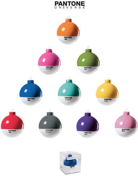 Boules de Noël aux couleurs Pantone