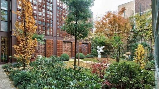 Jardin de l'hôtel particulier de Depardieu à Paris