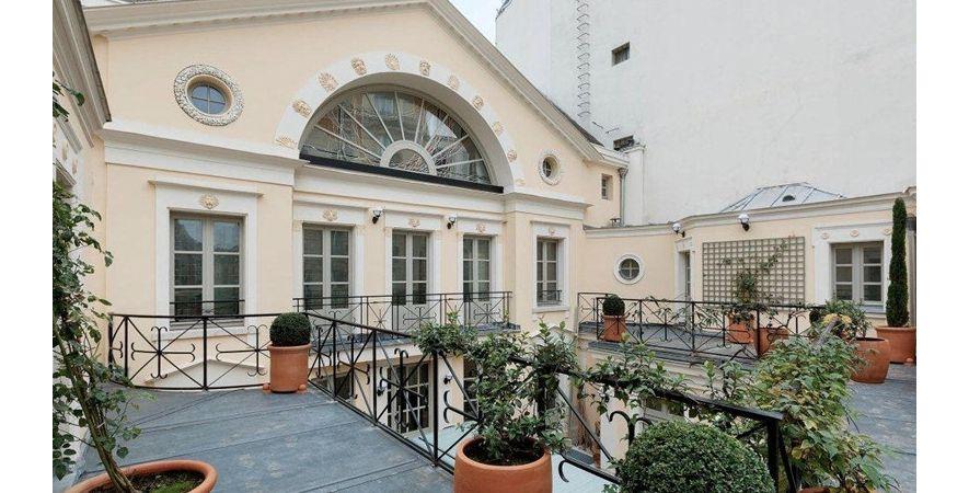 terrasse de l 39 h tel particulier de depardieu. Black Bedroom Furniture Sets. Home Design Ideas