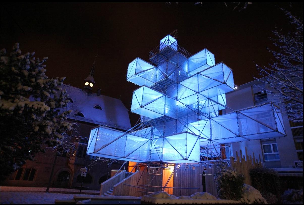 [Vidéo] Le sapin de Noël design de 1024 Architecture fait scandale à Bruxelles