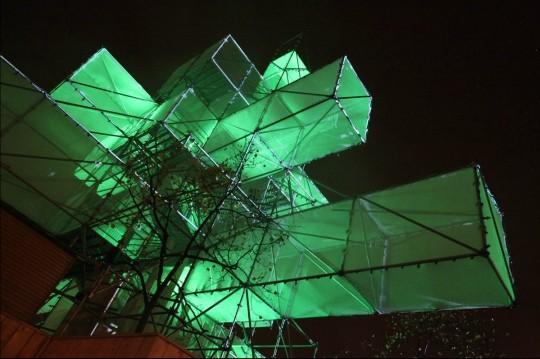 Sapin de Noël design lumineux par 1024 architecture