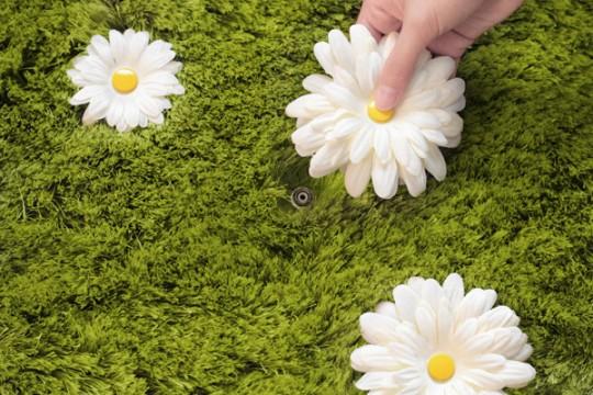 Tapis avec de l'herbe et des fleurs amovibles Daisy Garden