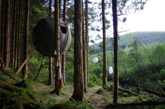 Tree Tent Luminair : Une tente boule dans les arbres