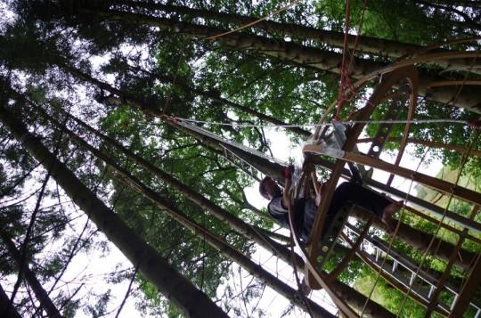 Tree Tent by Luminair : montage de la tente dans un arbre