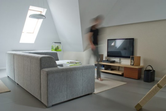 Coin TV avec un canapé en tissu gris moderne