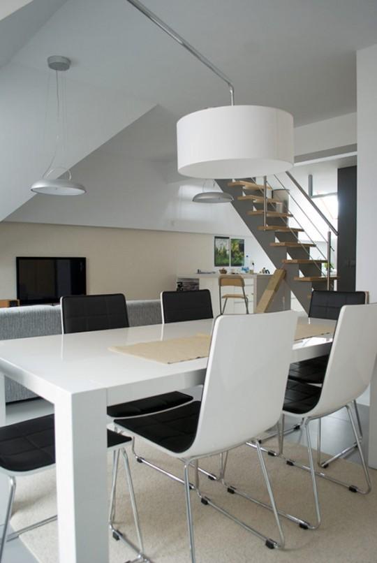 Table de salle à manger laquée blnc brillant très moderne