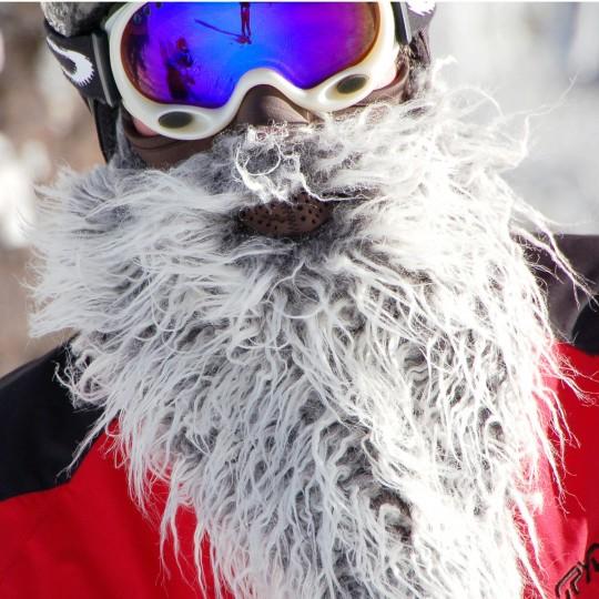Masque de ski avec une barbe blanche Beardski