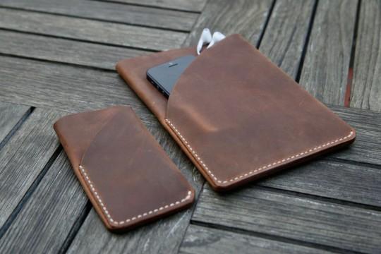 Housse en cuir brun pour iPad mini et iPhone