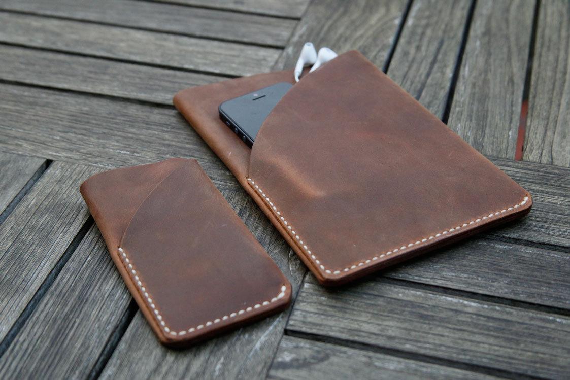 Housse en cuir brun pour ipad mini et iphone for Housse cuir ipad