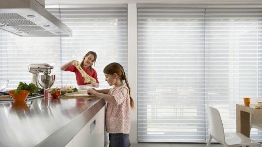 Store design à bandes horizontales ondulées Silhouette Luxaflex