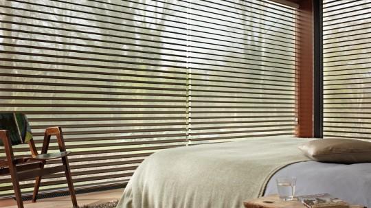 Store design Silhouette Luxaflex dans une chambre