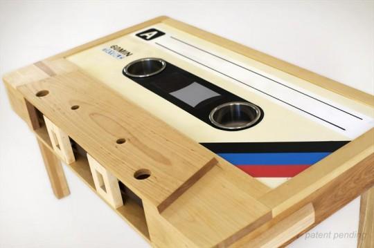 Table basse en hêtre en forme de cassette audio Tayble