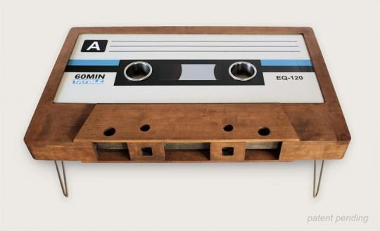 Table basse en chêne foncé en forme de cassette audio Tayble