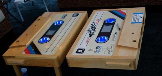 Table basse en chêne en forme de cassette audio Tayble