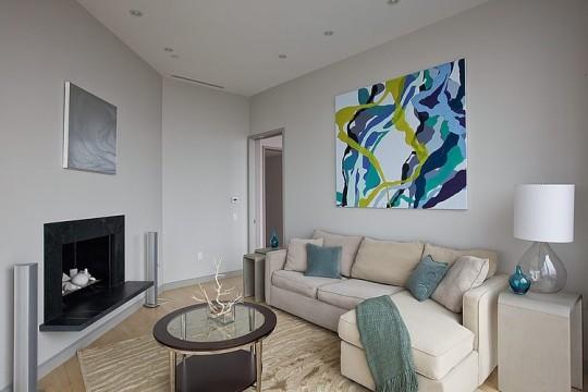 Salon contemporain dans un penthouse relooké par Marie Burgos